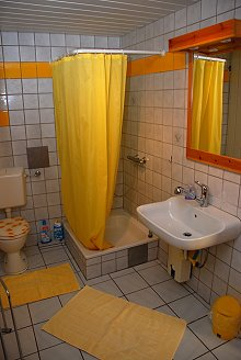 Wohnung 4 - Badezimmer